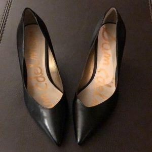 Black leather Sam Edelman Pointy Toe low heel shoe